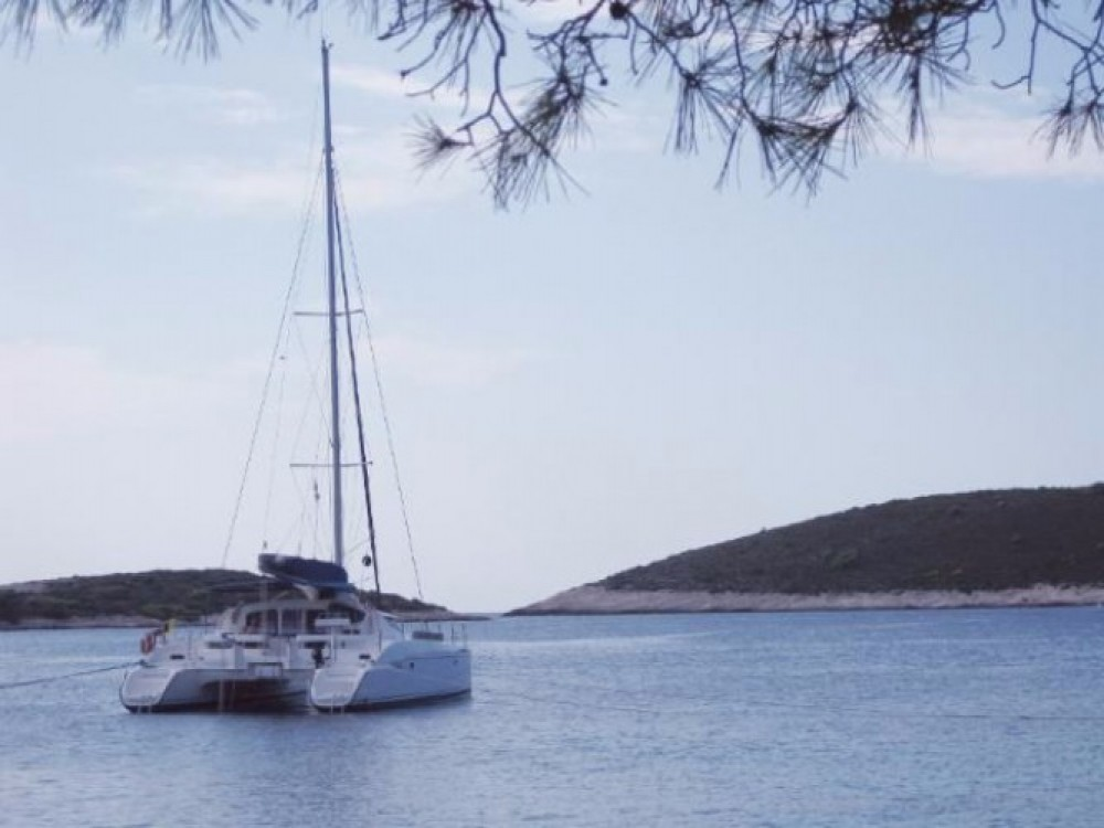 Hire Catamaran with or without skipper Fountaine Pajot Pirovac