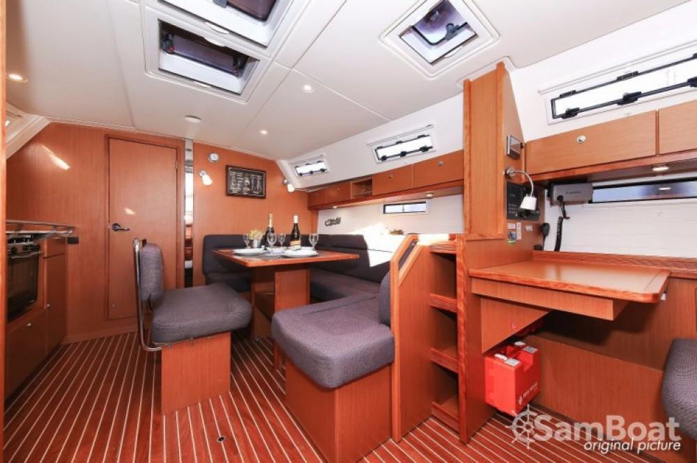 Rental Sailboat in Pula - Bavaria R40