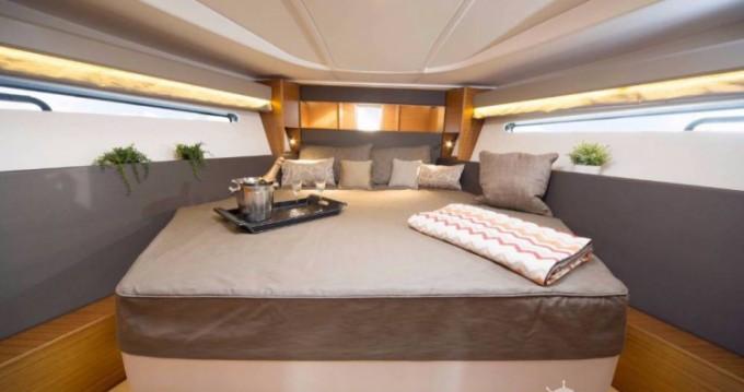 Rental Motor boat in Pula - Bavaria S 40 Open