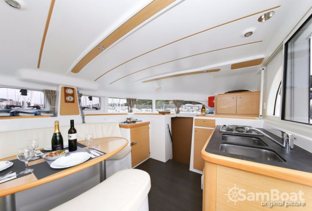 Rental yacht Pula - Lagoon Lagoon 380 on SamBoat