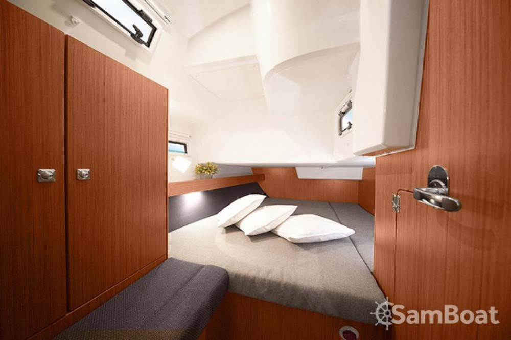 Boat rental Split cheap Cruiser 41