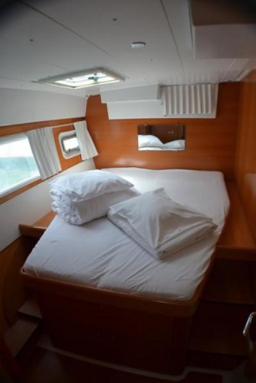 Boat rental Lagoon Lagoon 420 in Sukošan on Samboat