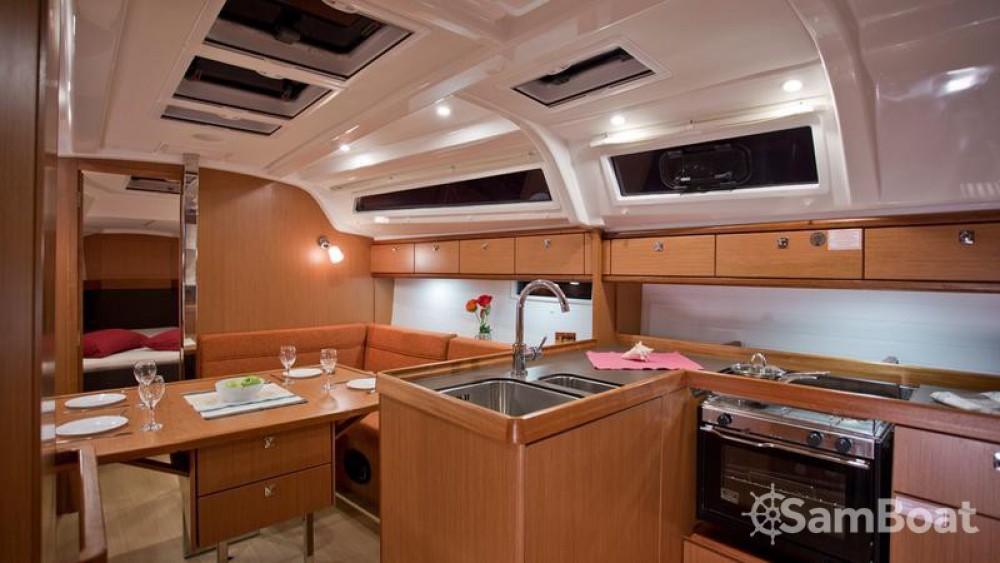 Bavaria Cruiser 37 entre particuliers et professionnel à Marina - Mali Lošinj