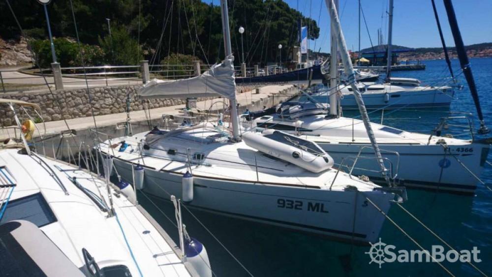 Bénéteau First 31.7 entre particuliers et professionnel à Marina - Mali Lošinj