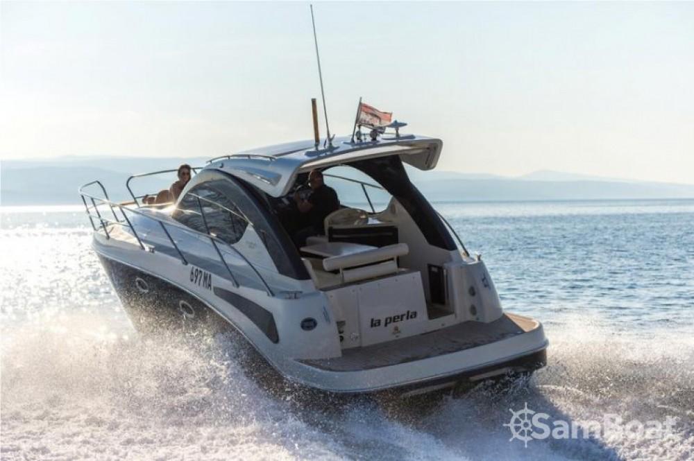 Bateau à moteur à louer à Baška Voda au meilleur prix