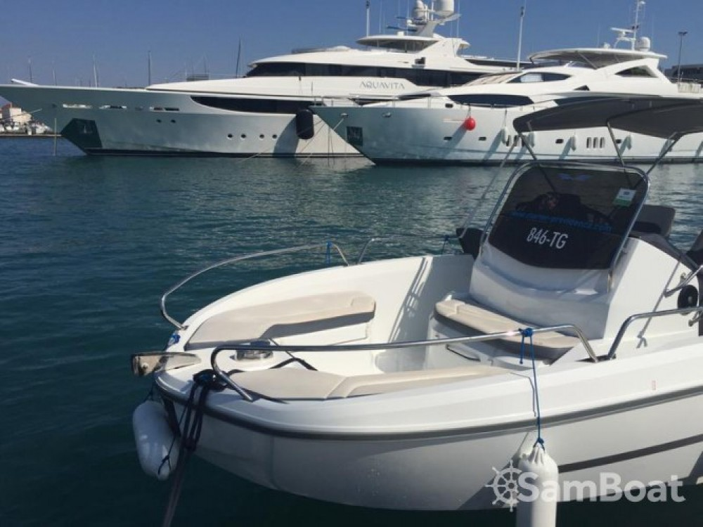 Hire Motor boat with or without skipper Bénéteau Trogir