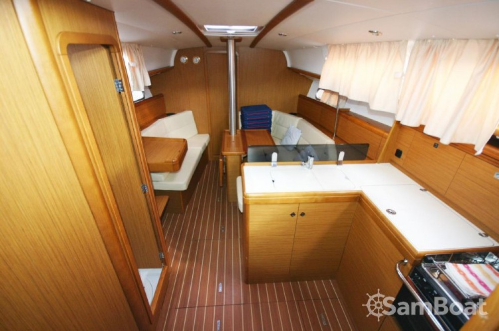 Jeanneau Sun Odyssey 36i between personal and professional Portocolom