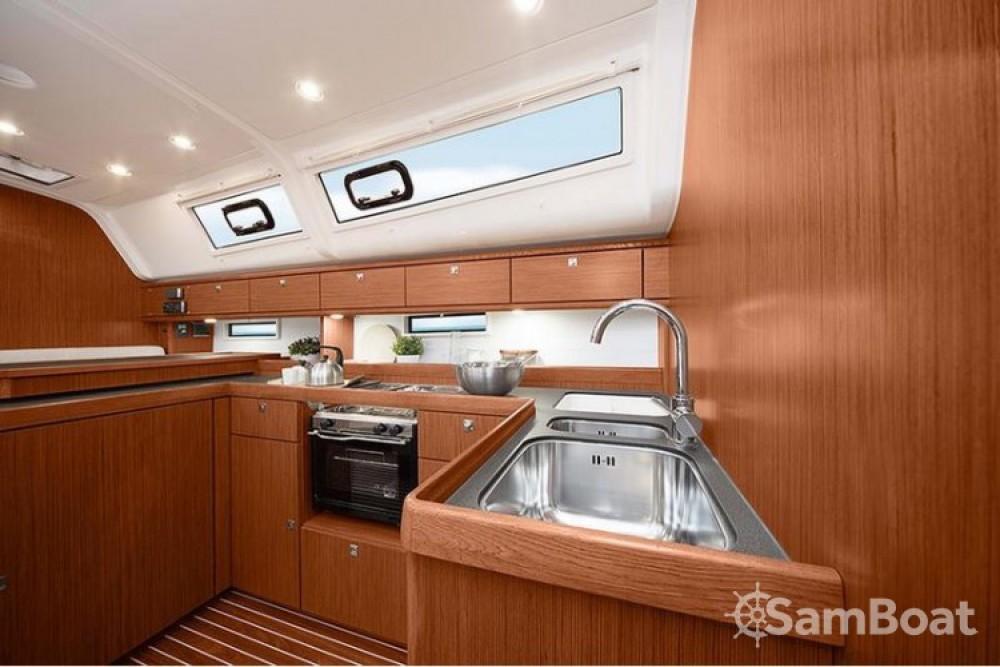 Location bateau Laurion pas cher Cruiser 51