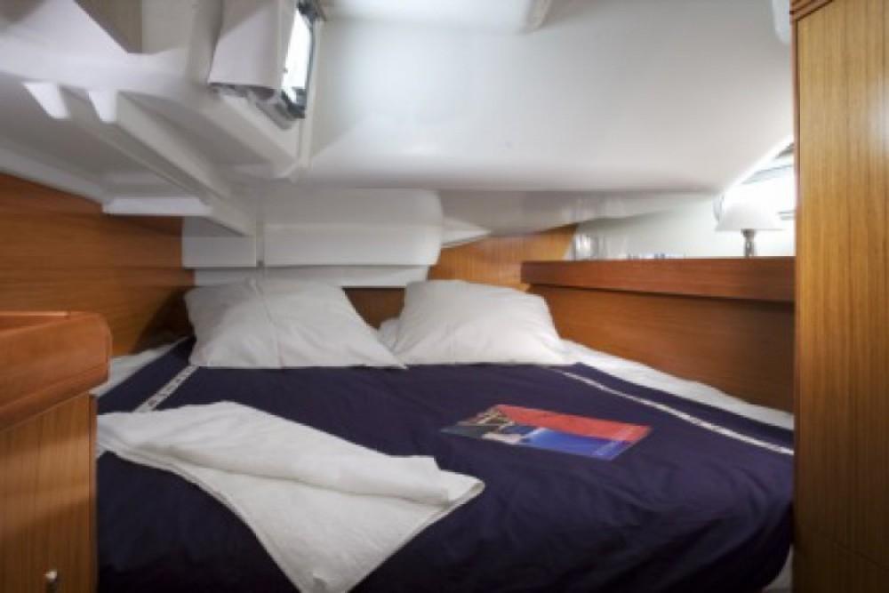 Louez un Jeanneau Sun Odyssey 39i à Anzio