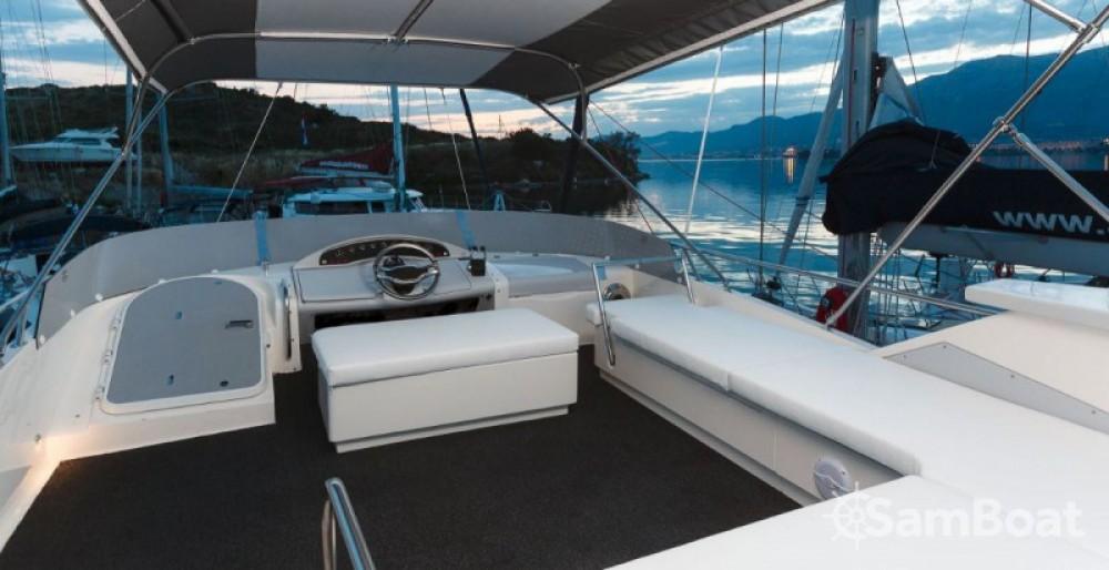 Alquiler de Fairline-Boats MYACHTS 18 / Fairline 59 - 3 + 1 cab. en Marina LAV