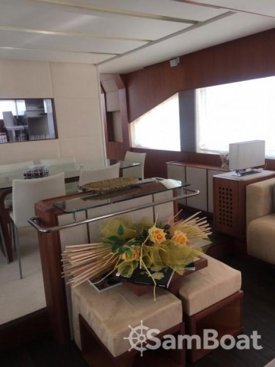 Alquiler de Aicon-Yachts Aicon 75 Fly - 4 cab. en Milazzo