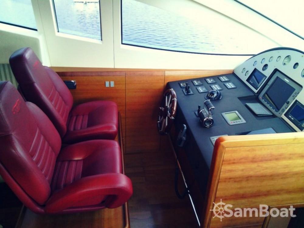 Location bateau Milazzo pas cher Aicon 64 - 4 + 1 cab.