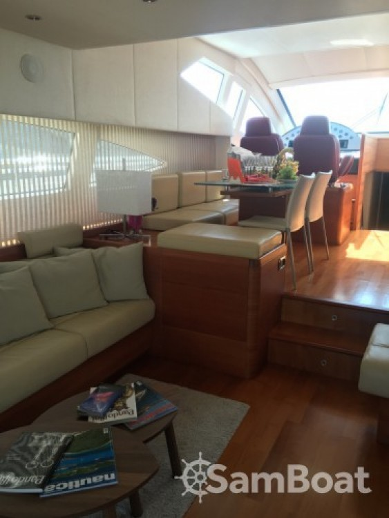 Louer Bateau à moteur avec ou sans skipper Aicon-Yachts à Milazzo
