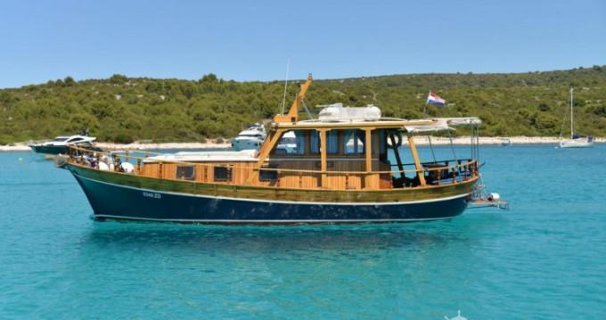 Alquiler de barcos Zadar barato de Yacht TIHO