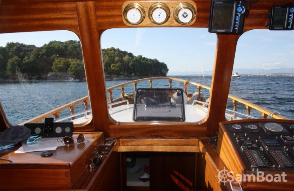 Custom Made Yacht LUKA entre particulares y profesional Zadar