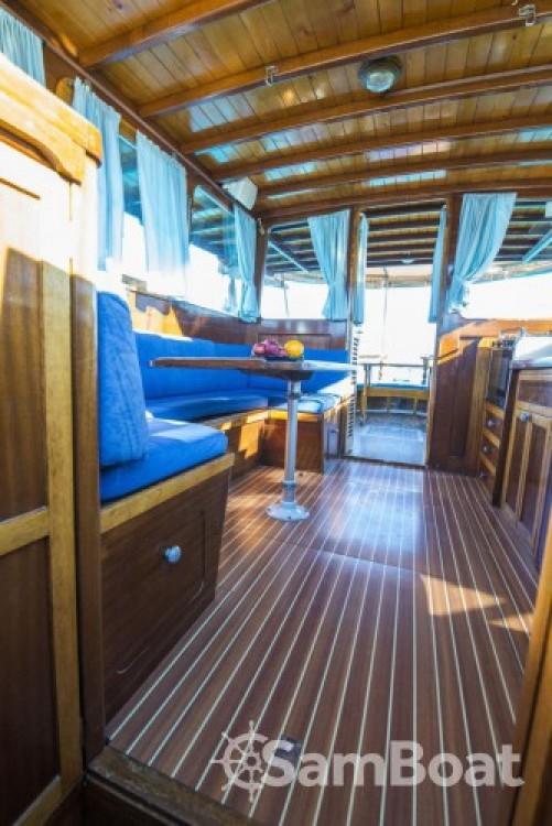 Rental Motor boat in Zadar - Custom Made Yacht TIHO