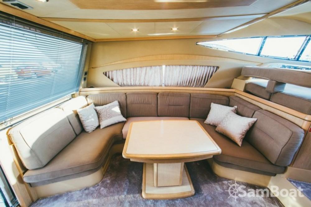 Alquiler de barcos Split barato de Ferretti 460i