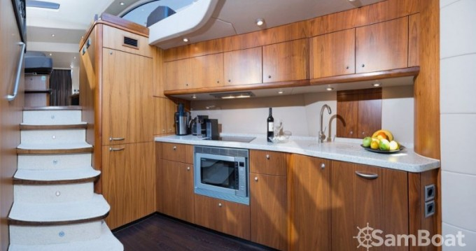 Hire Motor boat with or without skipper Sunseeker-International Marina LAV