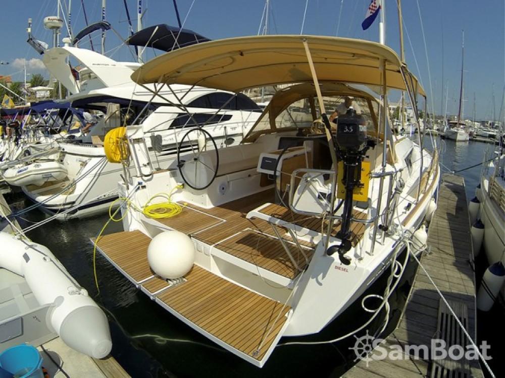 Alquiler de barcos Šibenik barato de Dufour 382 Grand Large