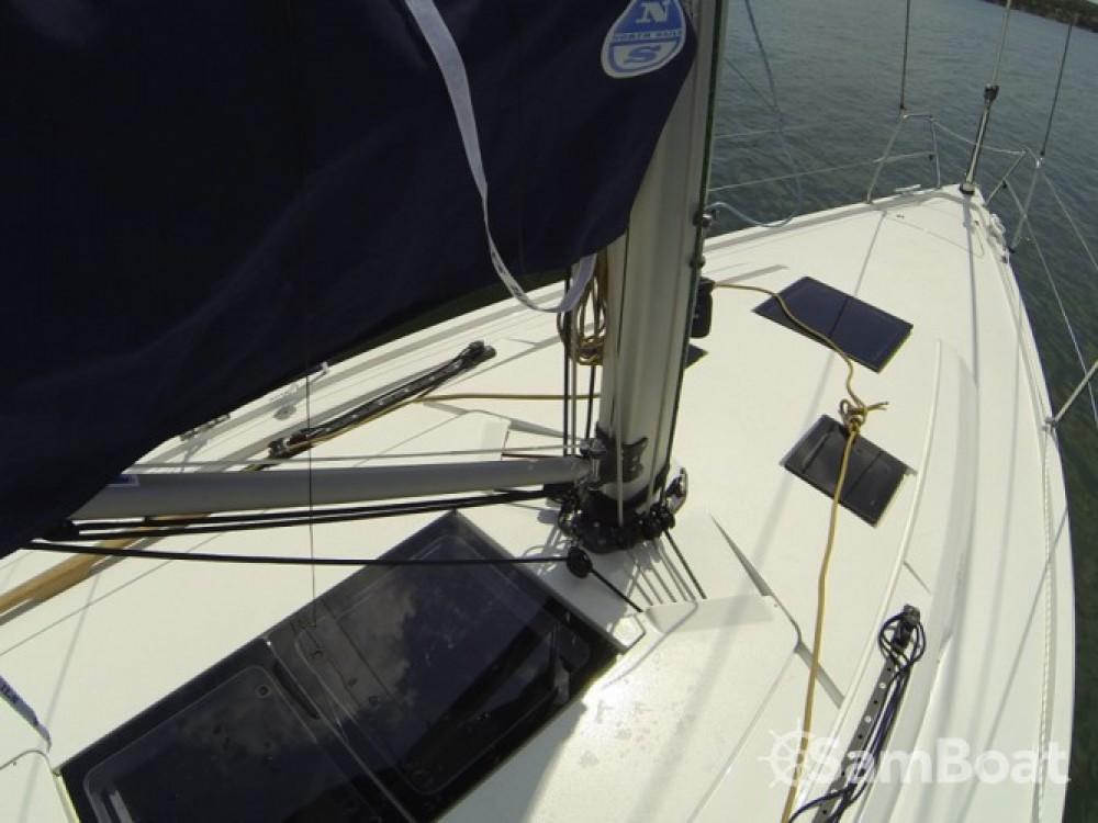Alquiler de yate Šibenik - Cantiere Del Pardo Grand Soleil 39 en SamBoat