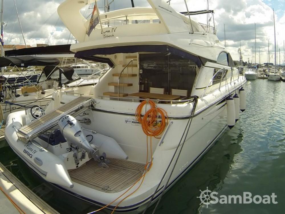 Alquiler de barcos Šibenik barato de Fairline Phantom 50