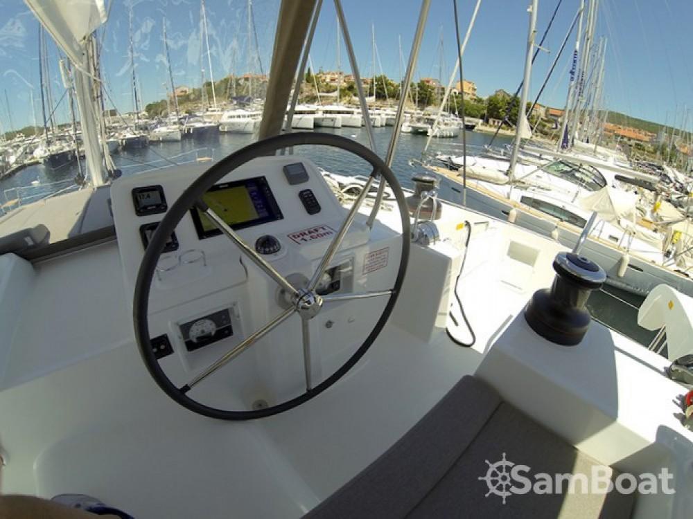 Catamarán para alquilar Šibenik al mejor precio