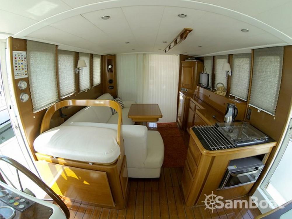 Alquiler de barcos Šibenik barato de Swift Trawler 42