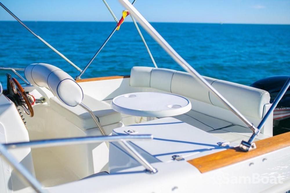 Alquiler de barcos Calafell barato de Eden 20