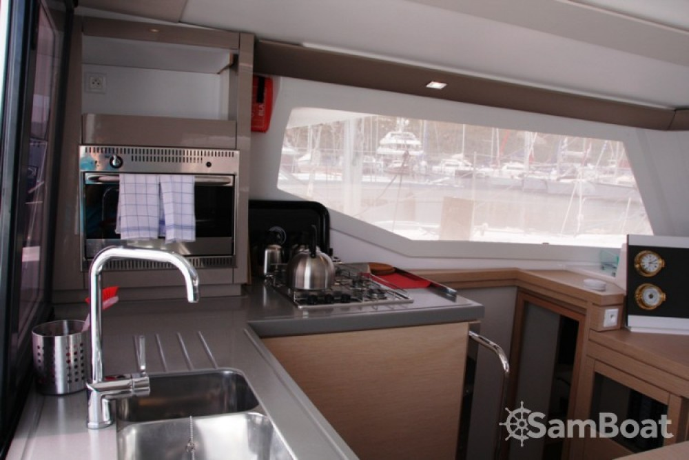 Fountaine Pajot Lucia 40 entre particulares y profesional Marmaris Yacht Marina A.Ş