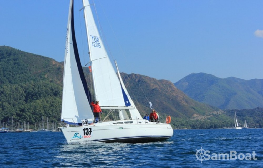 Jeanneau Sun Odyssey 37 entre particulares y profesional Marmaris Yacht Marina A.Ş