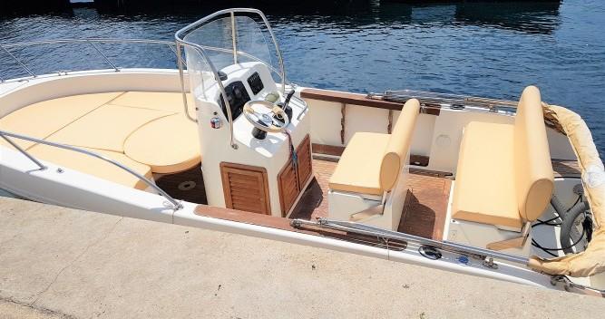 Louer Bateau à moteur avec ou sans skipper Capelli à Marseille
