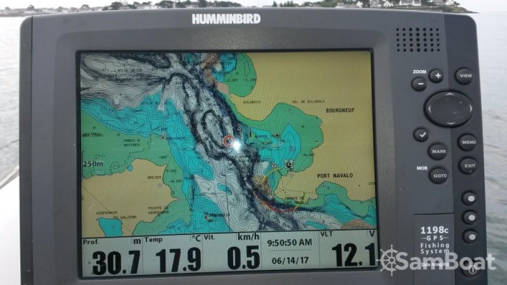 Location bateau Arradon pas cher Explorer 580 SB