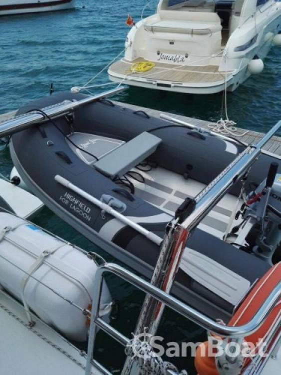 Catamarán para alquilar Lávrio al mejor precio