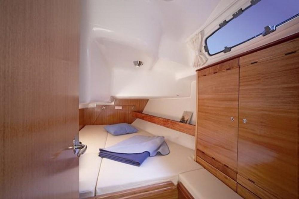 Bavaria Cruiser 37 zwischen Privatpersonen und professionellem Anbieter Marina Šangulin