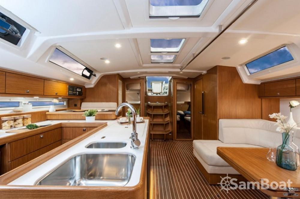 Alquiler de yate Marina Šangulin - Bavaria Cruiser 56 en SamBoat