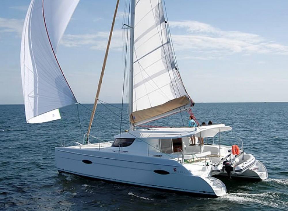 Location bateau Fountaine Pajot Lipari 41 à Salerne sur Samboat