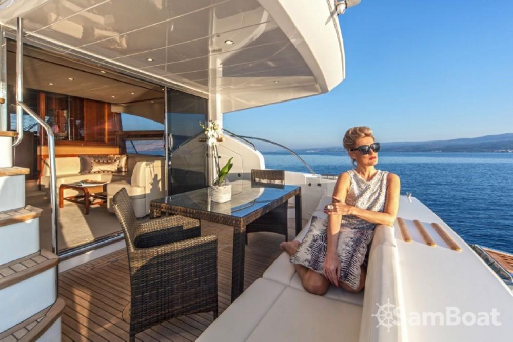 Princess-Yachts Princess 62 Fly zwischen Privatpersonen und professionellem Anbieter Trau