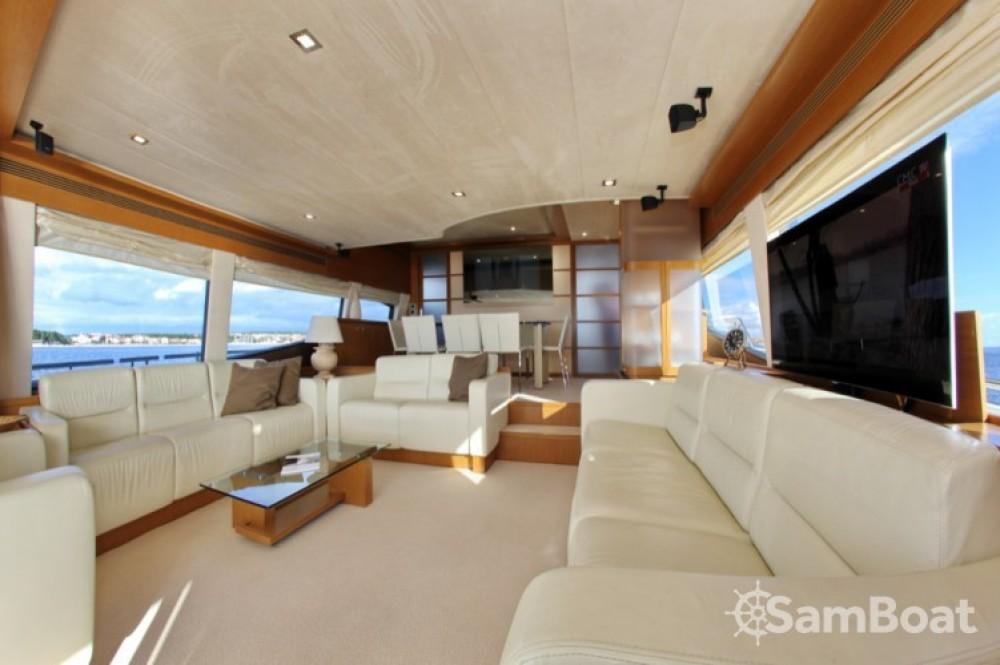 Ferretti-Yachts-Group Ferretti 780 HT zwischen Privatpersonen und professionellem Anbieter Zadar