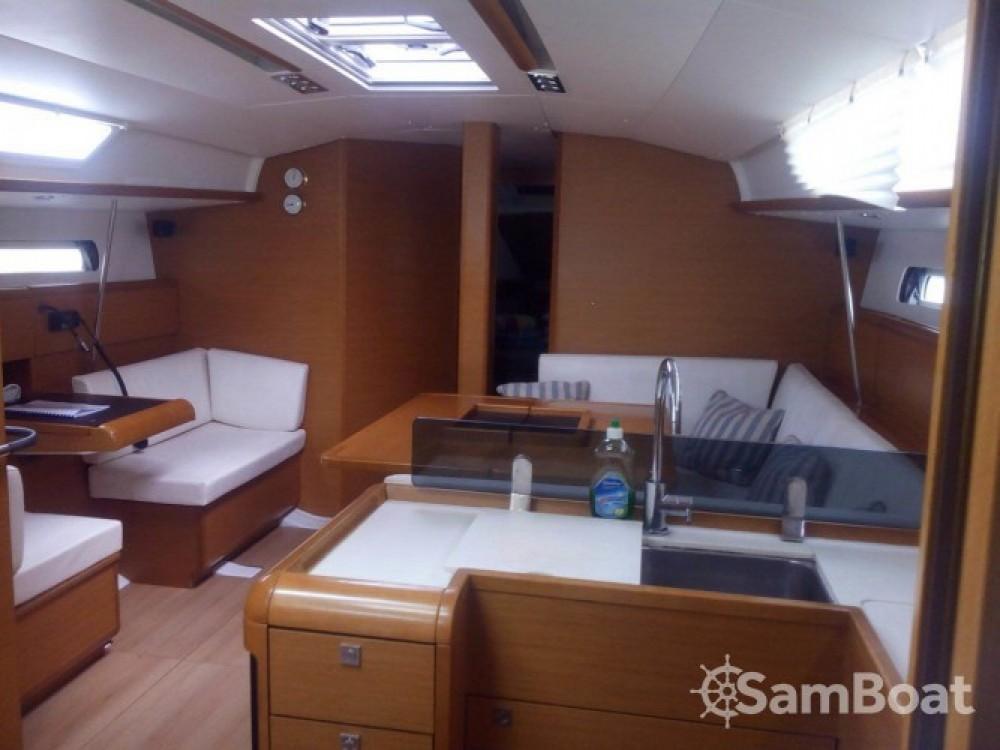 Ein Jeanneau Sun Odyssey 439 mieten in Salerno