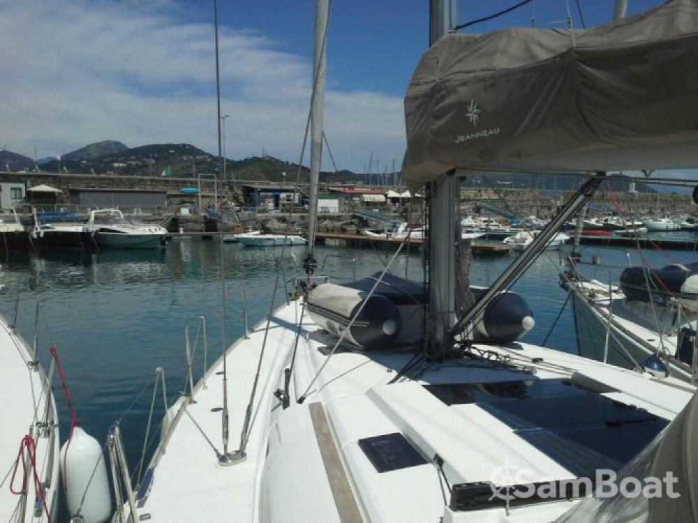 Segelboot mit oder ohne Skipper Jeanneau mieten in Salerno