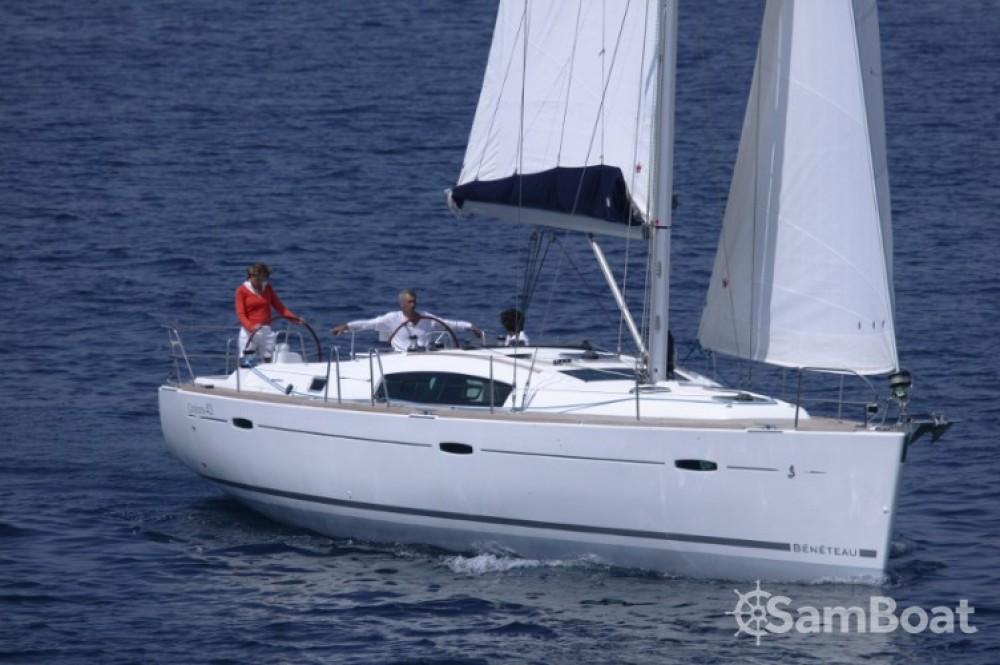 Bénéteau Oceanis 43 zwischen Privatpersonen und professionellem Anbieter Central Greece