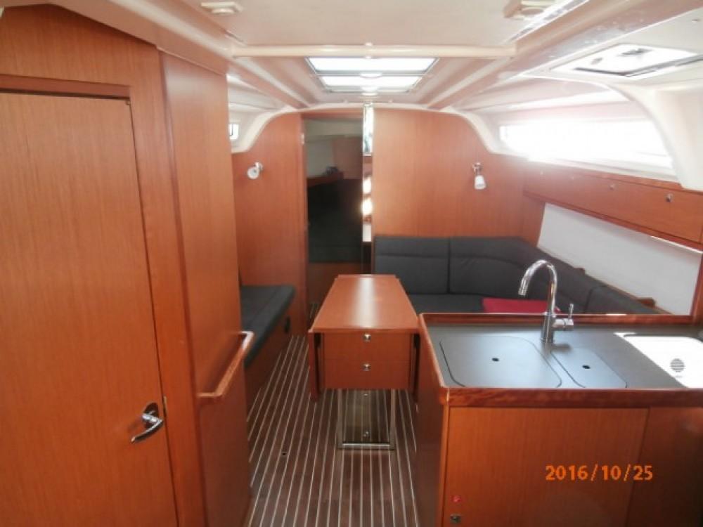 Bavaria Cruiser 37 zwischen Privatpersonen und professionellem Anbieter Lefkada