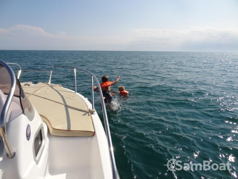 Alquiler de B2 Marine Cap Ferret 652 DC en Agde