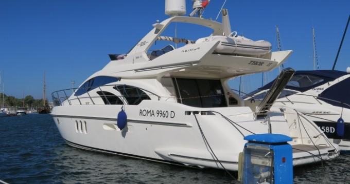 Louer Bateau à moteur avec ou sans skipper Azimut à Olbia