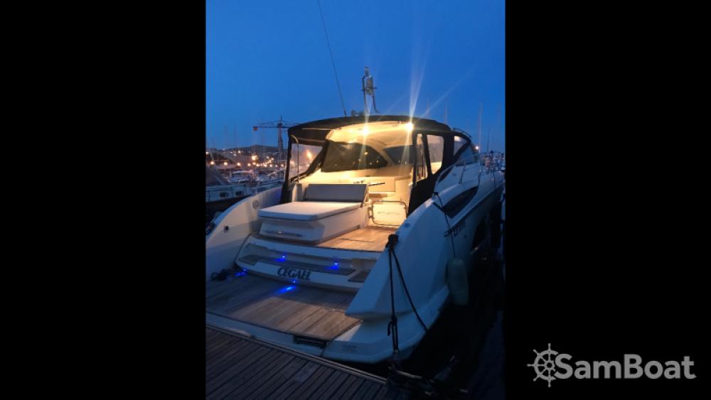 Atlantis Atlantis 44 zwischen Privatpersonen und professionellem Anbieter Marseille