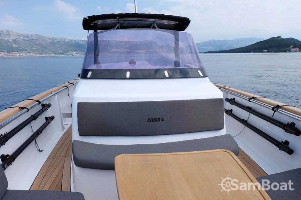 Motorboot mieten in Marina Kaštela zum besten Preis