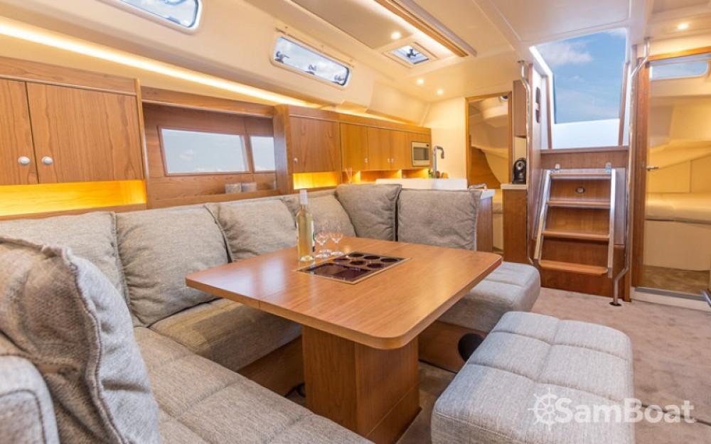Segelboot mieten in Marina Kaštela zum besten Preis