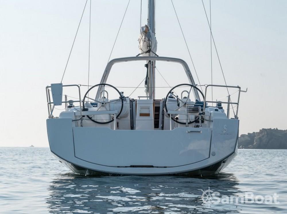 Ein Bénéteau Oceanis 38 mieten in Marina Kaštela