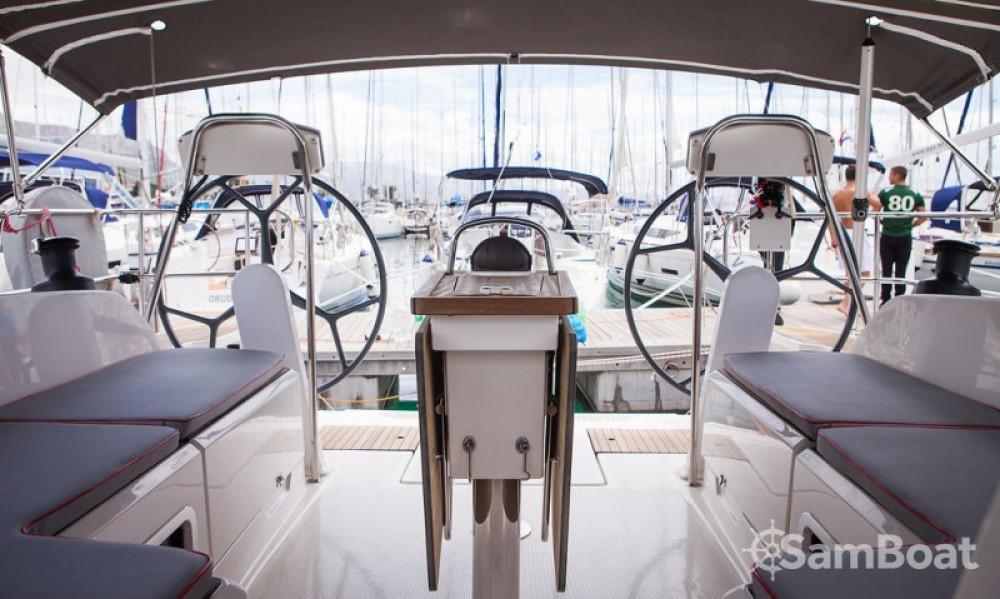 Bavaria Cruiser 46 zwischen Privatpersonen und professionellem Anbieter Marina Kaštela