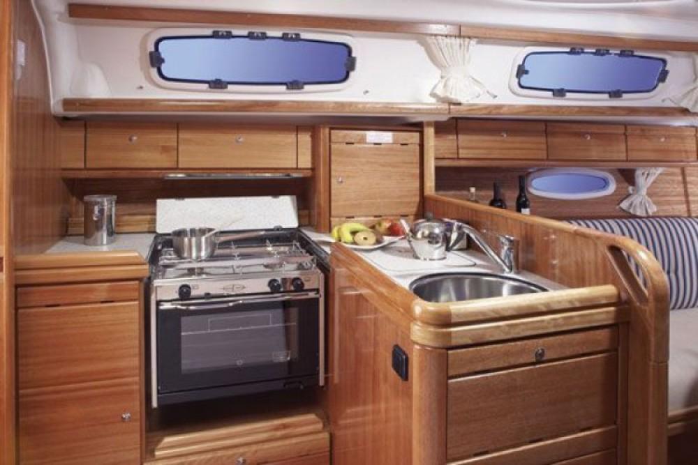 Bavaria Cruiser 33 zwischen Privatpersonen und professionellem Anbieter Pirovac